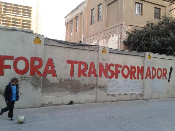 Mural reivindicatiu a una de les parets que envolten el transformador de Sant Joan de Malta   Autora fotografia:  @twit_alicia