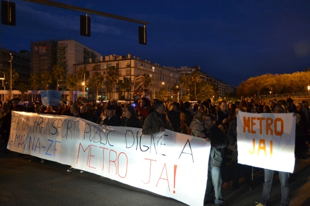 La manifestació ha arribat a la Gran Via i s'ha dirigit fins a la Fira de Barcelona, al Mobile World Congress.