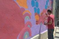 Otica ha pintat un altre gran mural davant l'Escola Sant Martí del Poblenou.