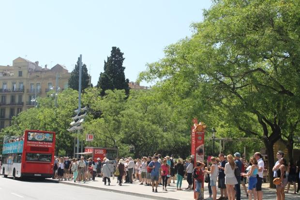 El barri de la Sagrada Família és una de les zones amb major saturació turística de Barcelona, amb més de 10 milions de visitants anuals a l'entorn de la basílica. / Fotografia: Judit Pastor Costa