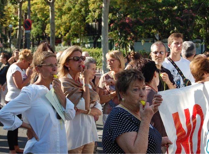 El veïnat demanen a la nova alcaldessa de Barcelona Ada Colau que solucioni el problema heretat dels dos mandats anteriors / Joan Aleix Mata