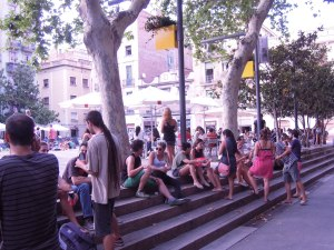 La plataforma demana més restriccions en les llicències de bars i restaurants / Mar Romero