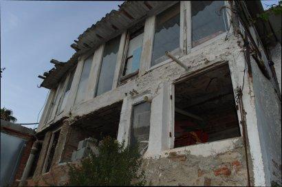 Moltes de les cases segueixen igual que fa quaranta anys. L'afectació del PGM de 1976 impedeix modificarles o reformar-les, i els veïns alerten que algunes es troben en molt mal estat. / Joan Aleix Mata